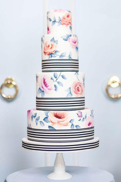 Pastel de flores para tu fiesta de xv años.