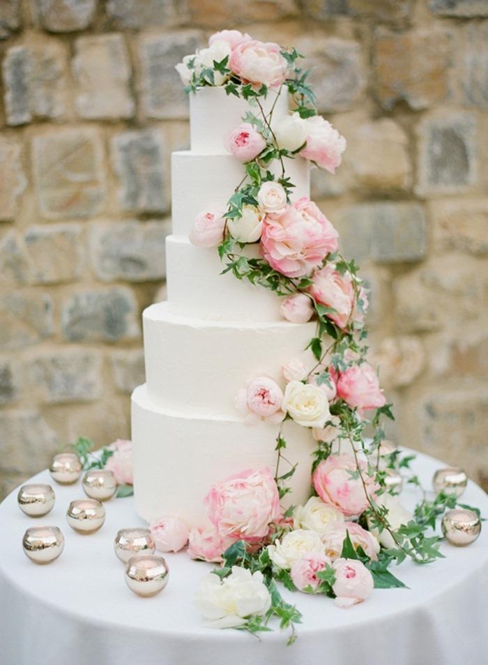 Hermosisisimo pastel para tu fiesta de xv años.