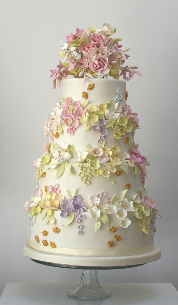 Pastel con flores para tu fiesta de xv años.